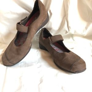 ARAVON by NEW BALANCE Brown Mary Jane Shoes 8.5 W